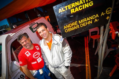 Osmar Dehn (navegador) e André Miranda (piloto) da Alternativa 4x4 Racing. Foto: Cadu Rolim/Autoterra